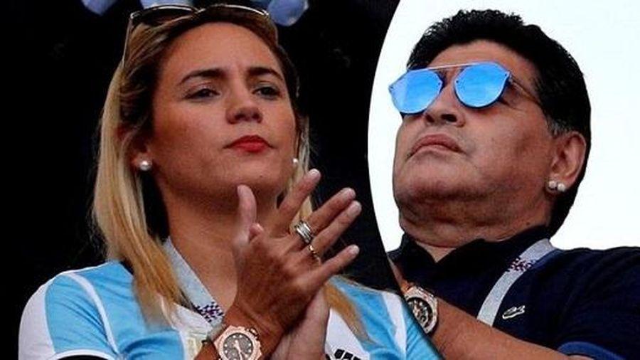 Người tình cuối cùng của Maradona bật khóc vì bị cấm vào lễ viếng: Tôi nợ anh ấy một lời từ biệt