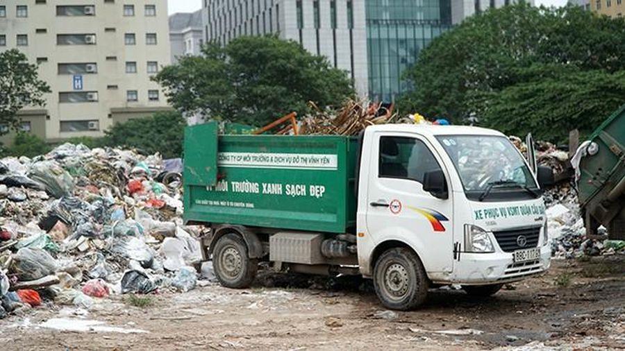 Bộ TN&MT đề nghị Hà Nội báo vụ rác chất có ngọn trong phố