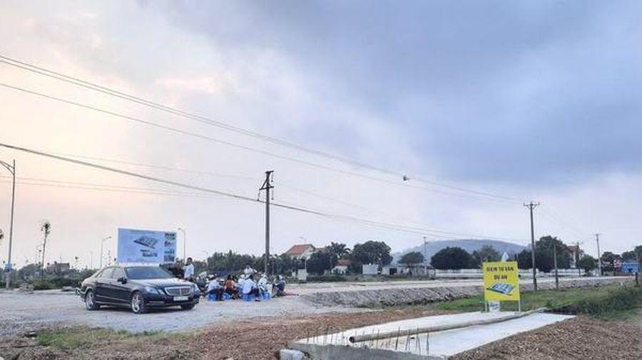 Xã phát loa cảnh báo doanh nghiệp bán hàng trăm lô đất 'chui'