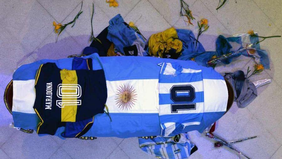 Cảm ơn ông Maradona - người 'cháy hết mình' vì trái bóng tròn