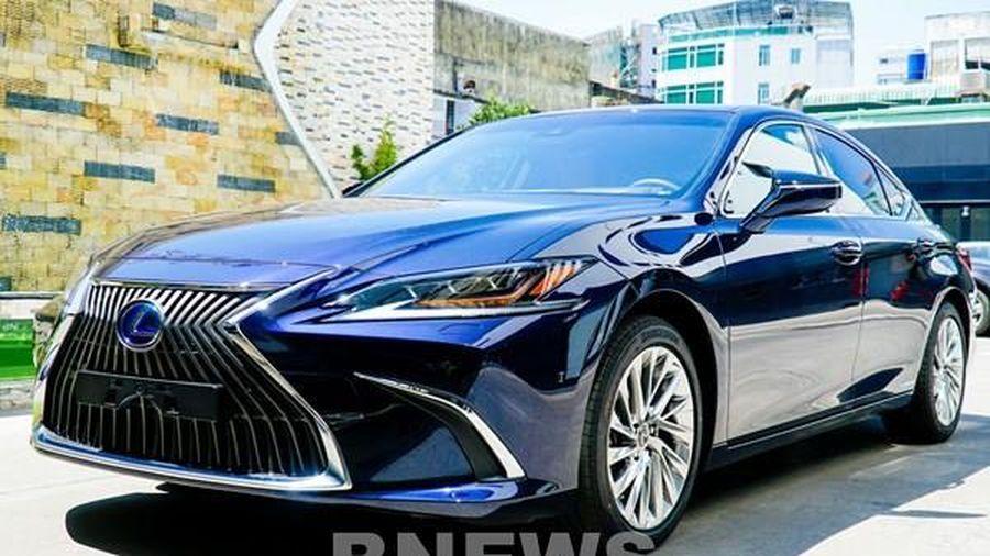 Ra mắt Lexus ES 250 và ES 300h 2021 có nhiều nâng cấp, giá không đổi