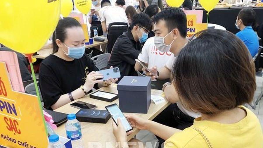 iPhone 12 xác lập kỉ lục đặt hàng mới tại Thế Giới Di Động