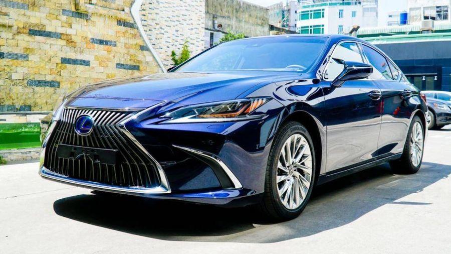 Toyota đưa thêm xe hybrid mới về Việt Nam