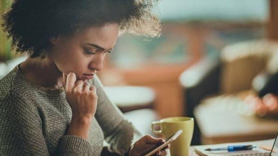 Mạng xã hội là nguồn cơn của chứng 'nghiện điện thoại'