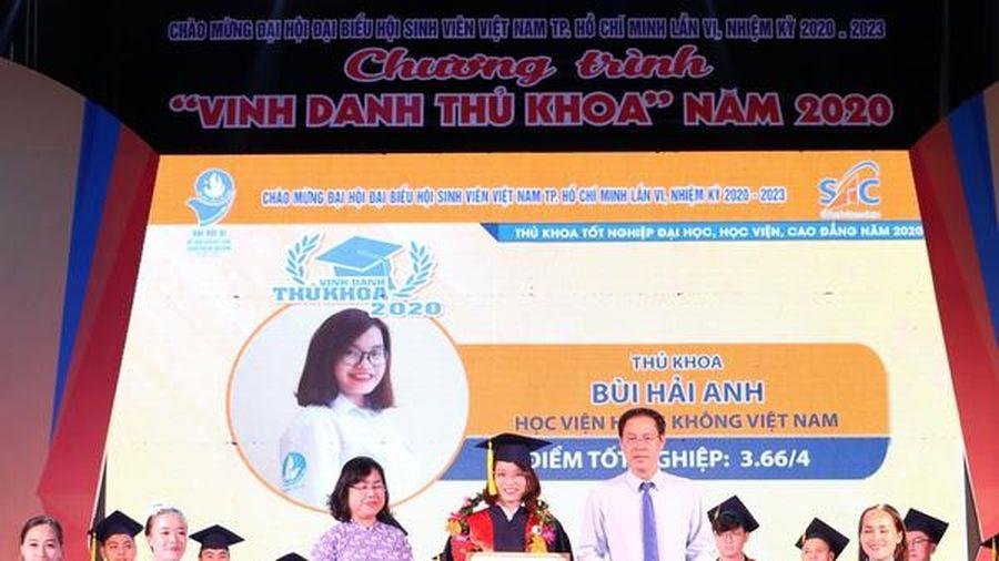 TPHCM: Vinh danh 60 thủ khoa đầu vào và đầu ra Đại học