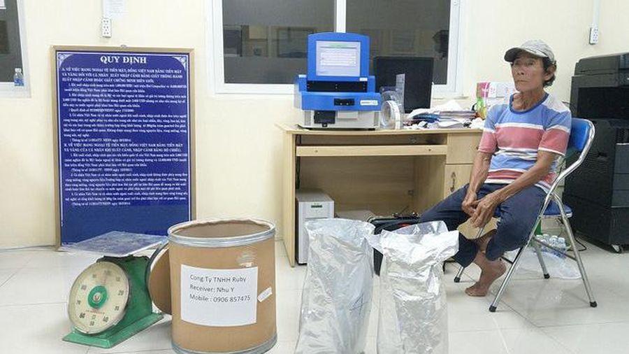 An Giang: Bắt giữ hơn 30 kg ketamin được giấu trong thùng hàng