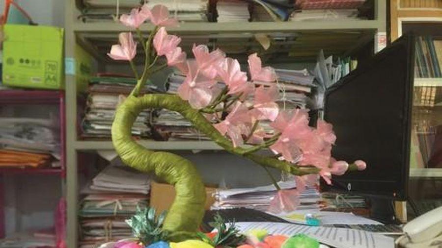 Những bông hoa nhỏ từ túi ny-lon