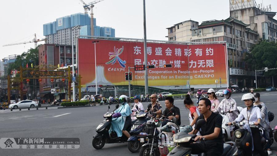 Thành phố Nam Ninh rực rỡ cờ hoa đón chào Hội nghị cấp cao và Hội chợ Trung Quốc - Asean