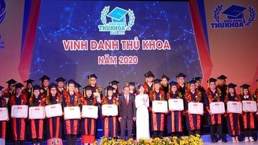 TP Hồ Chí Minh vinh danh 60 thủ khoa xuất sắc năm 2020
