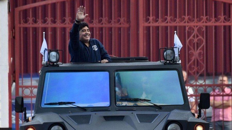 Dàn xe hơi kỳ lạ của huyền thoại bóng đá Diego Maradona