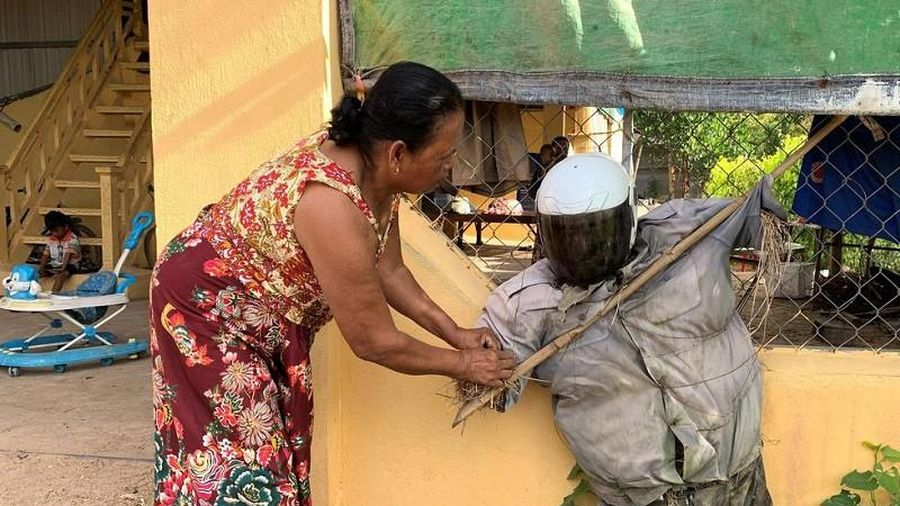 Nhiều người Cambodia tin bù nhìn có thể đẩy lùi COVID-19