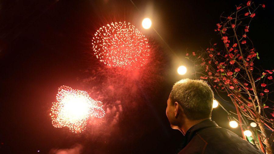 Người dân được đốt pháo hoa