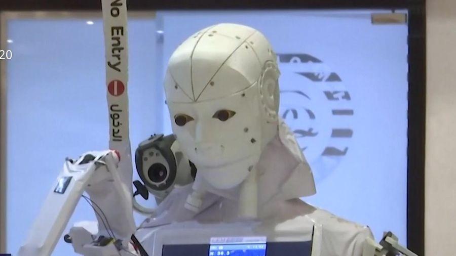 Robot chăm sóc bệnh nhân nhằm giảm nguy cơ lây nhiễm Covid-19