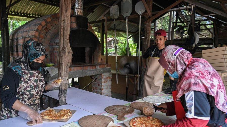 Tiệm pizza bán hơn 800 chiếc mỗi ngày ở Malaysia