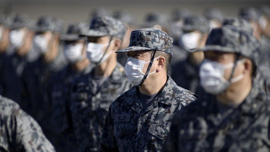 Thủ tướng Nhật duyệt binh, kêu gọi các quân chủng phối hợp