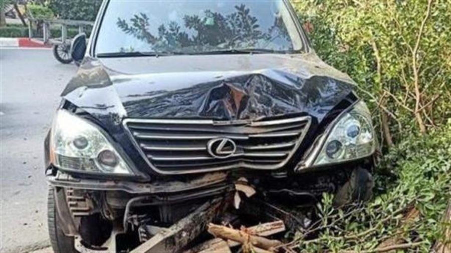 Lái xe Lexus tông liên hoàn trên phố, hỏi: Có sao không?