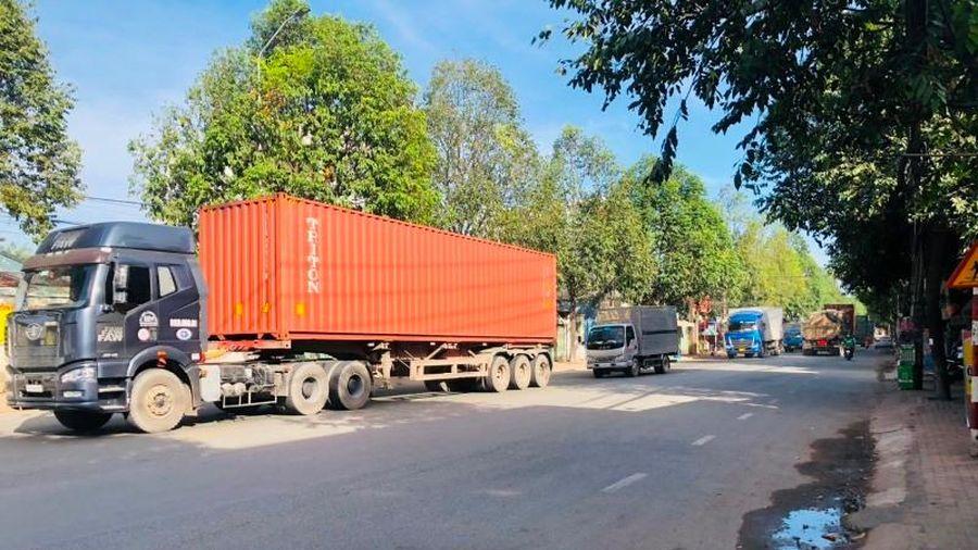 Kinh hoàng xe container, xe tải chạy trên tuyến nối Đồng Nai - Bình Dương