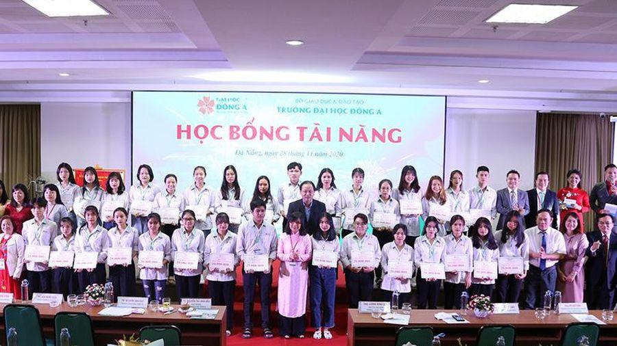 Hơn 12 tỷ đồng học bổng dành cho sinh viên Đà Nẵng