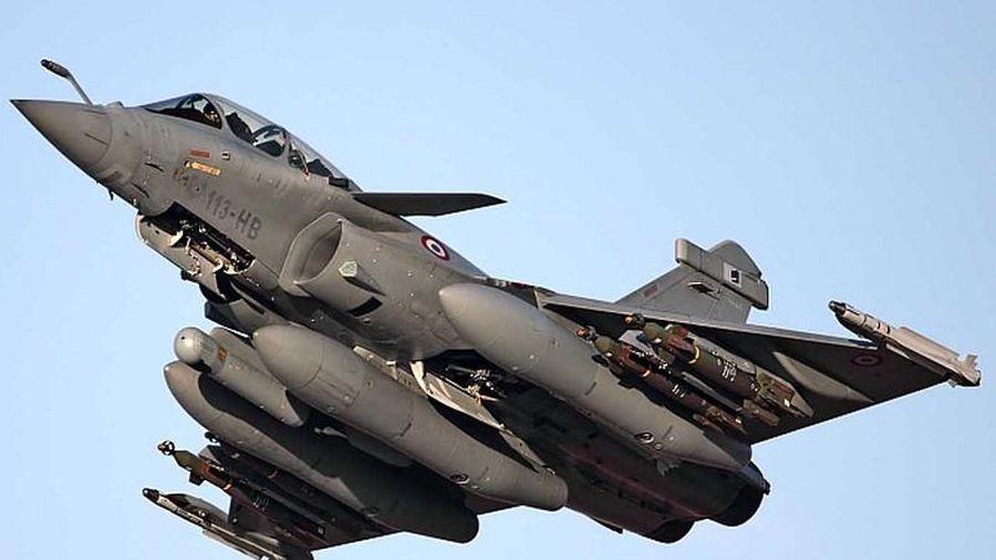 Tranh cãi cực gắt: Rafale Ấn Độ hay J-16 Trung Quốc mạnh hơn?