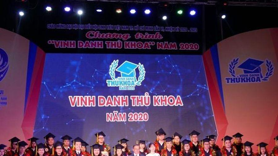 TPHCM vinh danh 60 thủ khoa xuất sắc năm 2020