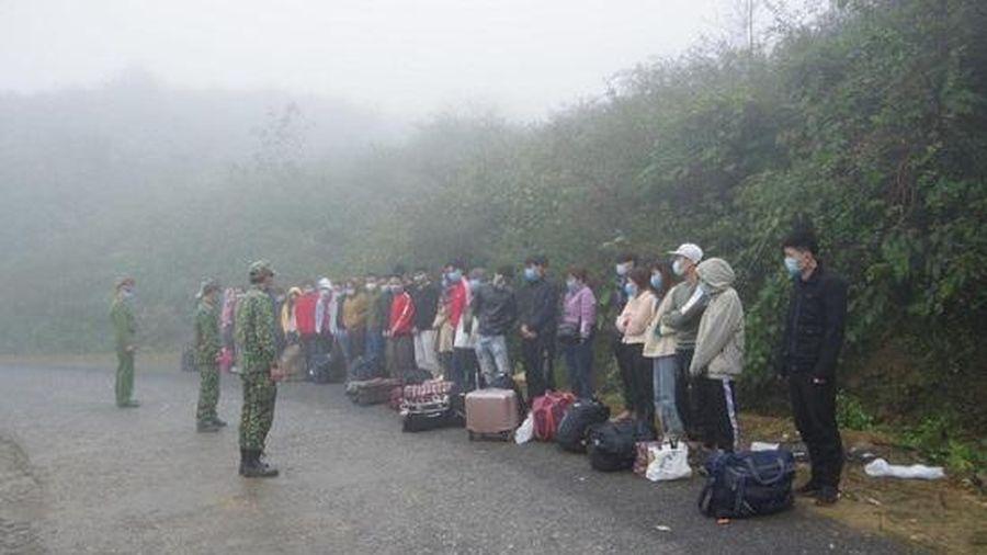Bắt giữ, cách ly 35 người nhập cảnh trái phép vào Việt Nam