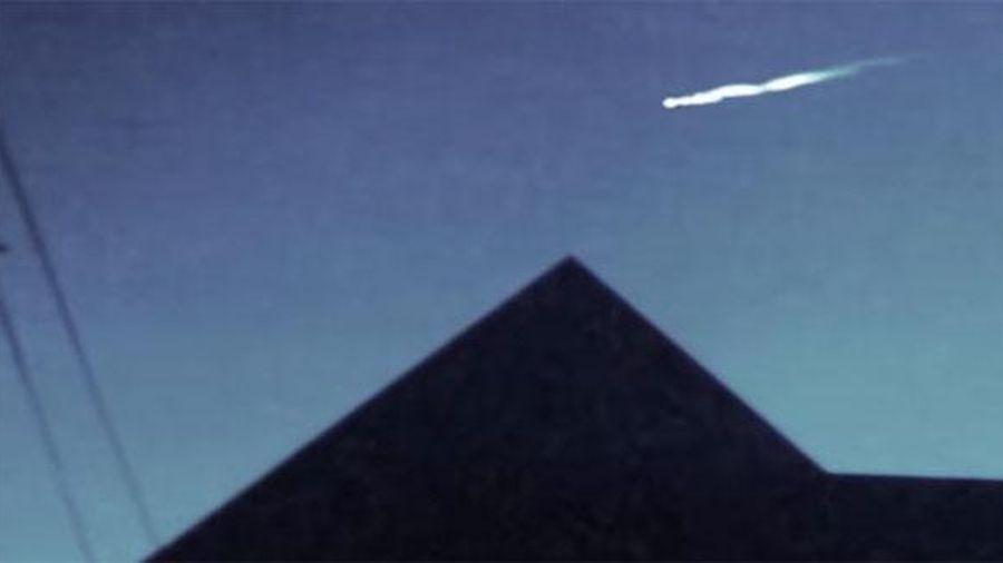 Cận cảnh quả cầu lửa bí ẩn trên bầu trời Mỹ
