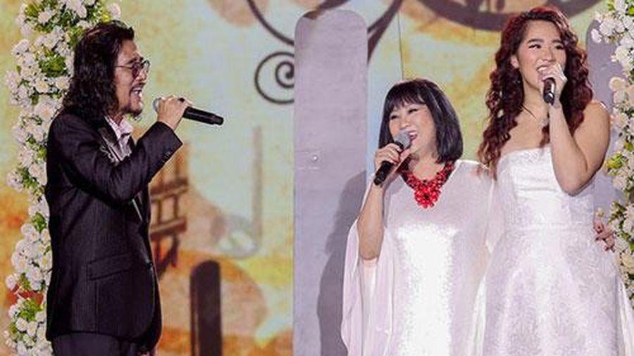 Cẩm Vân - Khắc Triệu hát cùng con gái