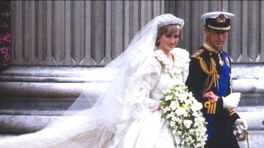 Công nương Diana suýt gặp 'thảm họa' váy cưới trước giờ cử hành hôn lễ