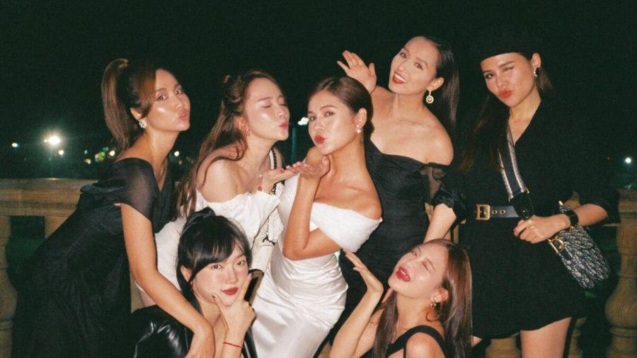 Khoe ảnh tiệc mời cưới siêu sang chảnh, MC Thu Hoài và hội chị em khoe trọn vẻ nóng bỏng, quyến rũ