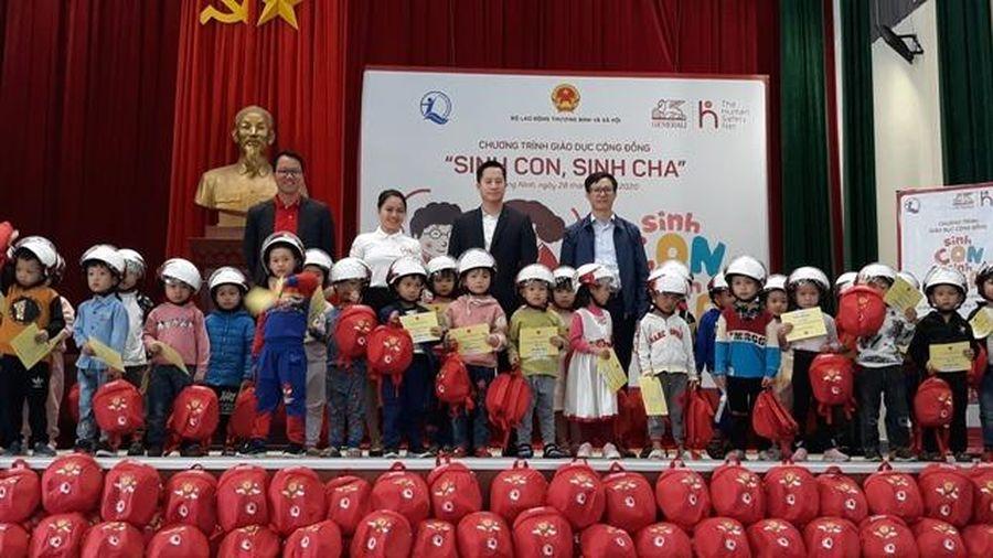 Chương trình giáo dục cộng đồng 'Sinh con, sinh cha' cho trẻ mầm non