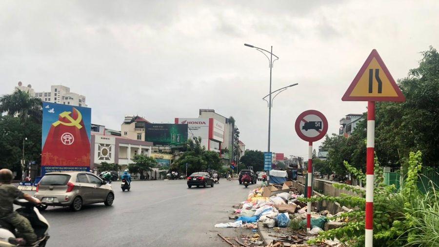 Xả rác bừa bãi nơi công trình thi công