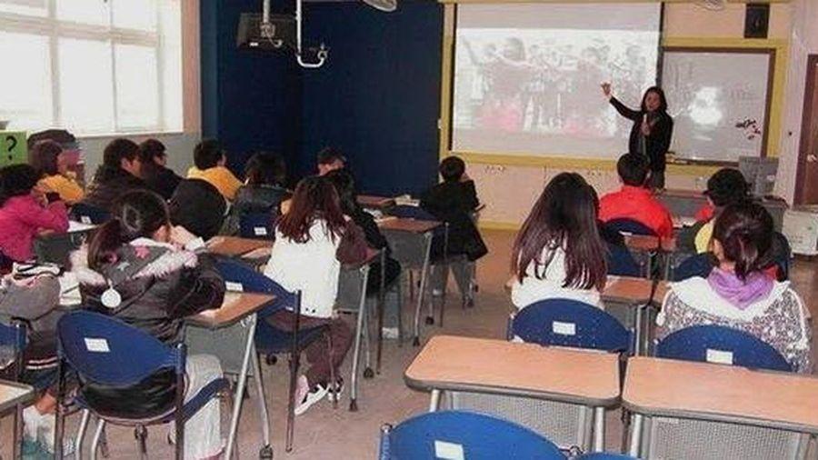 Học sinh lớp 4 khóc vì bị cô giáo nói là ngớ ngẩn do làm Toán sai
