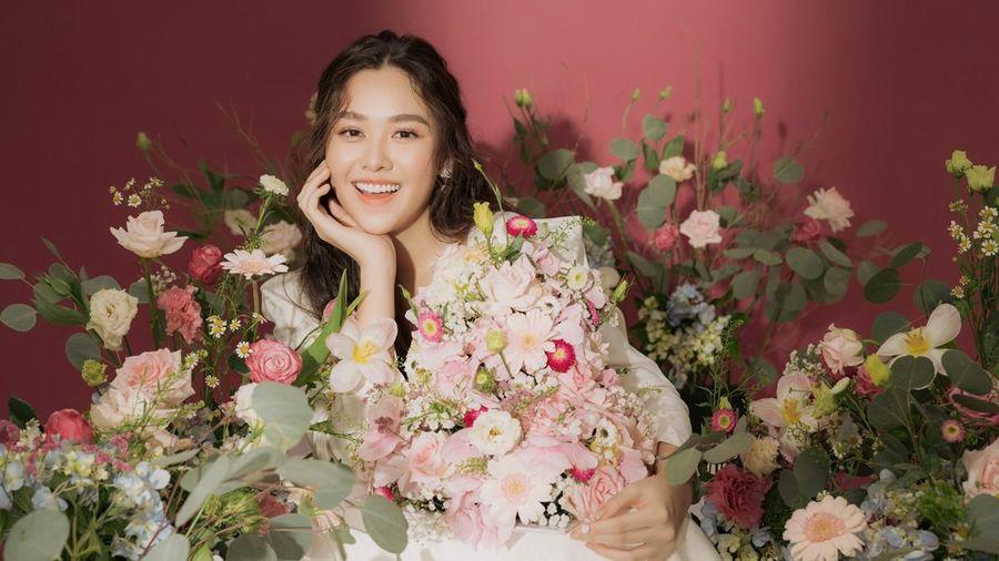 Á hậu Tường San lên xe hoa