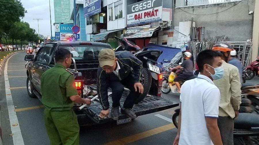 Thanh niên nằm chết cách xe máy 5 mét trên đại lộ Võ Văn Kiệt