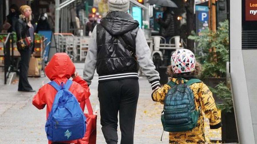 Nhiều cặp vợ chồng ngại sinh con vì sợ biến đổi khí hậu