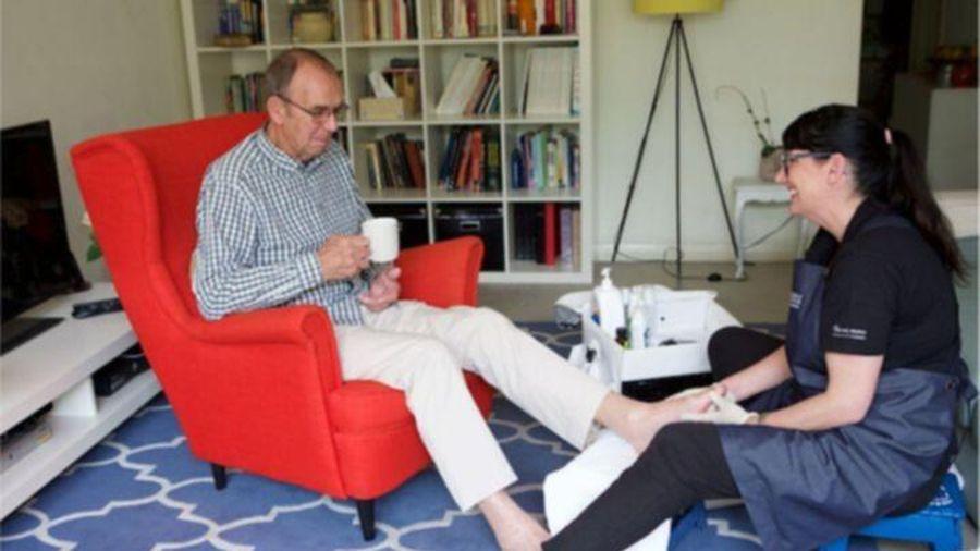 Kiếm bộn tiền nhờ cắt móng chân thuê ở Australia
