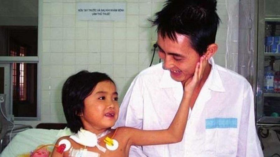 Cô bé ghép gan đầu tiên ở Việt Nam đã qua đời