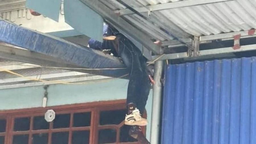 Thái Nguyên: Ô tô đâm cháu bé 10 tuổi bắn lên mái nhà tử vong