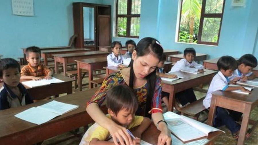 Hành trình tới trường gian nan của giáo viên dân tộc thiểu số