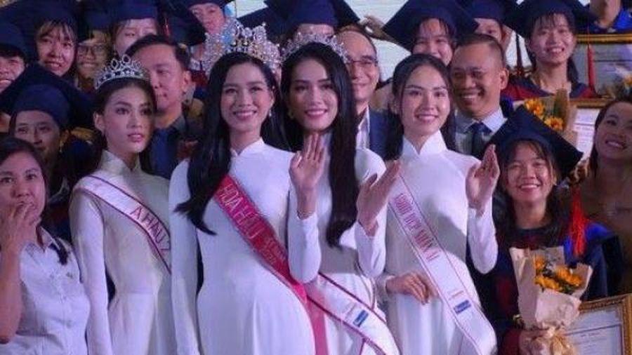 Hoa hậu Đỗ Thị Hà 'truyền lửa', gửi thông điệp gì đến các tân thủ khoa?