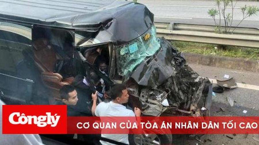 Xe Limousine đâm xe đầu kéo trên cao tốc, 8 người bị thương