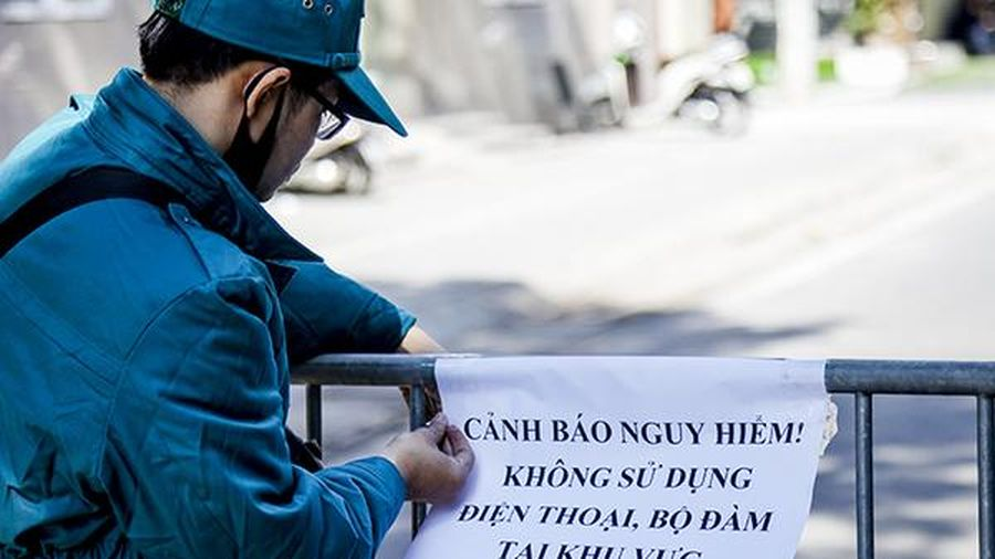 Không dùng điện thoại trong bán kính 200m quanh quả bom ở phố Cửa Bắc