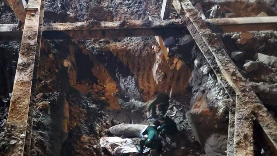 Cảnh báo không dùng điện thoại trong khu vực phát hiện bom tại Hà Nội