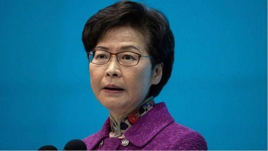 Lãnh đạo Hồng Kông Carrie Lam bị Mỹ trừng phạt, tại sao các ngân hàng Trung Quốc bó tay?