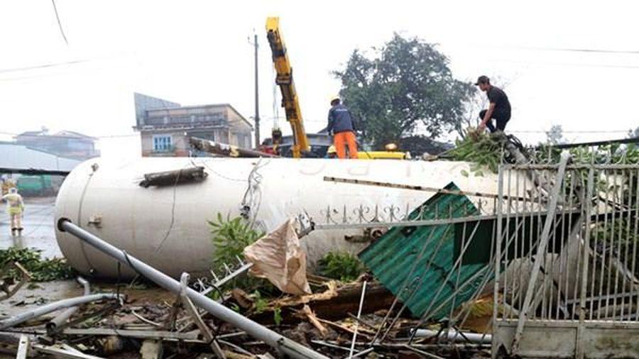 Lâm Đồng: Xe bồn chở gas tông vào nhiều nhà dân
