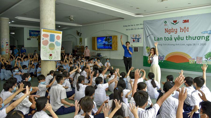 Ngày hội Lan tỏa yêu thương cho học sinh có hoàn cảnh đặc biệt
