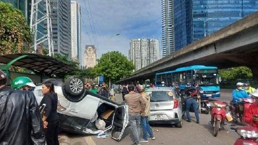 Hà nội: Xe điên đâm liên hoàn nhiều phương tiện, 2 người bị thương