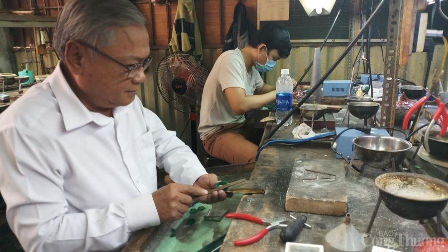 Nghệ nhân kim hoàn Huỳnh Kim Phúc: Bạc mái đầu xanh với nghề nghiệp
