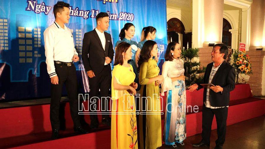 Nam Định: NSƯT Kiều Dư - Trọn vẹn tình yêu cho âm nhạc quê hương