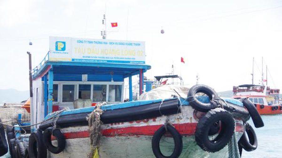Bắt tàu chở 30.000 lít dầu không có giấy tờ